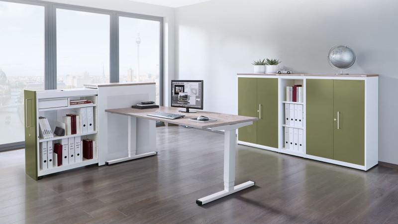 media/image/Ergonomie-Arbeitstisch-Steh-Sitzarbeitsplatz-levero-mit-Schranksystem-kontoro-mauser-16-9.jpg