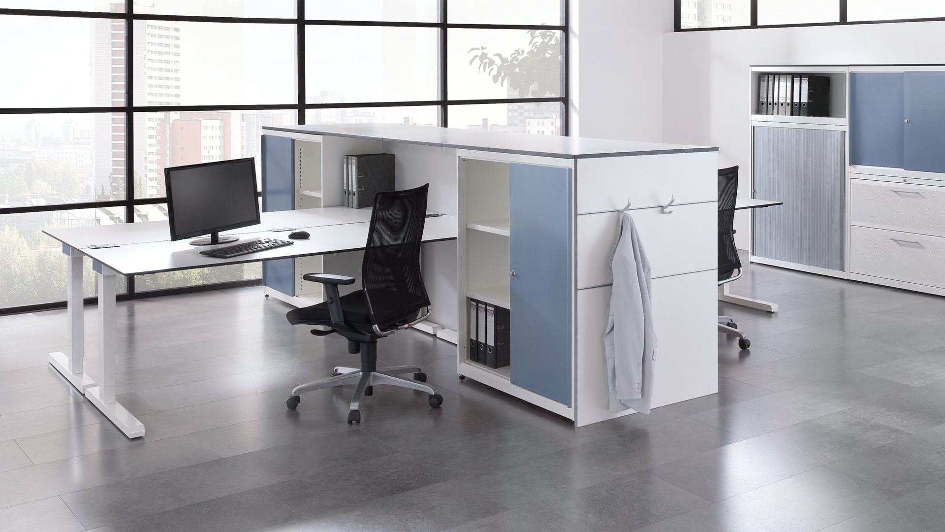Schreibtisch-Arbeitstisch-hoehenverstellbar-Gruppenbuero-varitos-c-mauser-slider