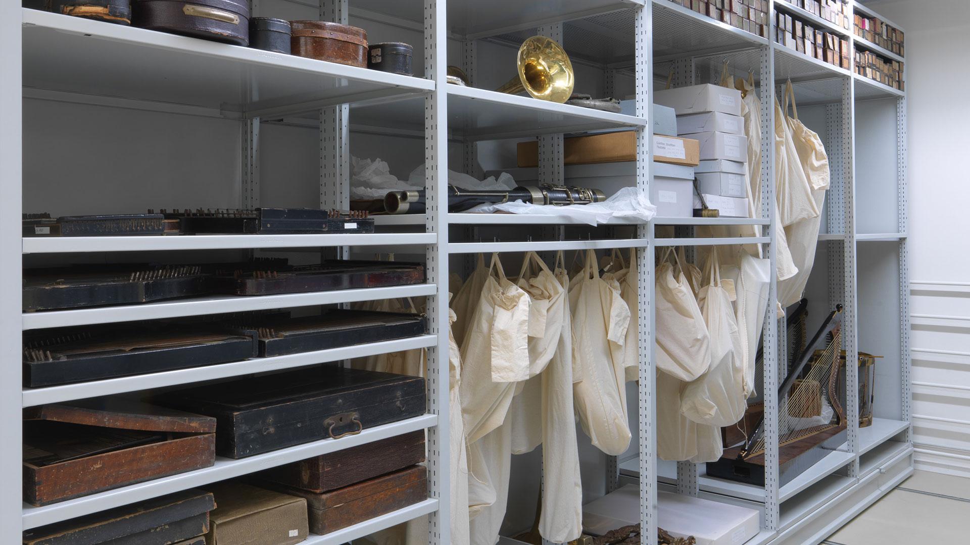 Regalsysteme-Archivregal-Rollregal-Objektloesung-Museumsdepot-RR409-mauser-16-9