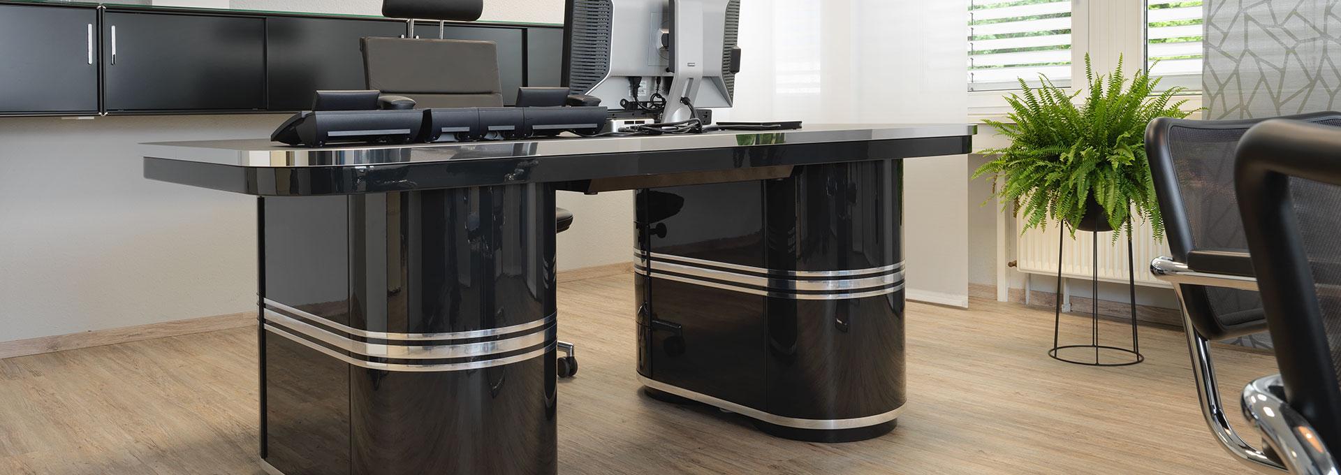 Schreibtisch-Arbeitstisch-Chefarbeitsplatz-Buro-Dr-Sagel-Tonnentisch-mauser-16-9DdWoP0IxL3Tu5