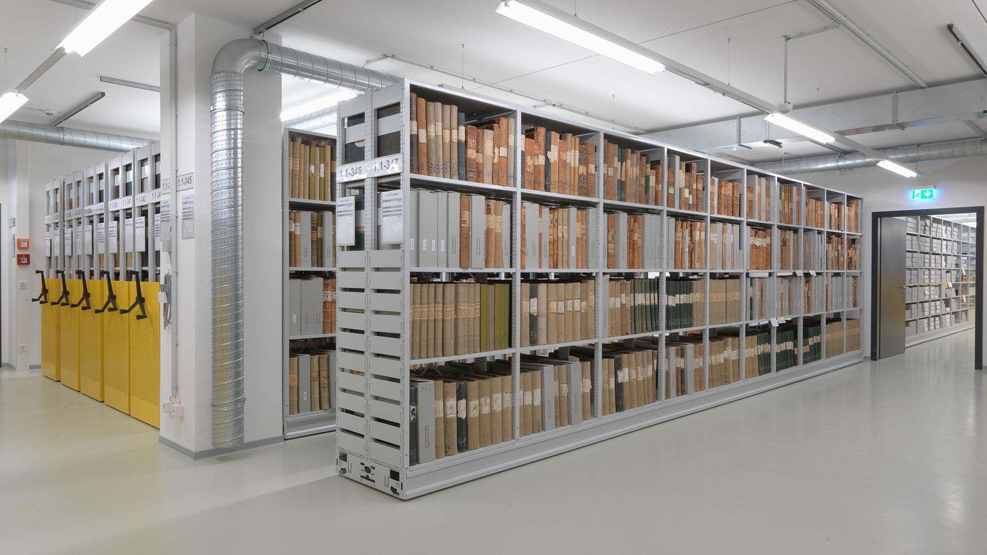 Regalsysteme-Archivregal-Rollregal-Buecher-2-RR409-mauser-16-9
