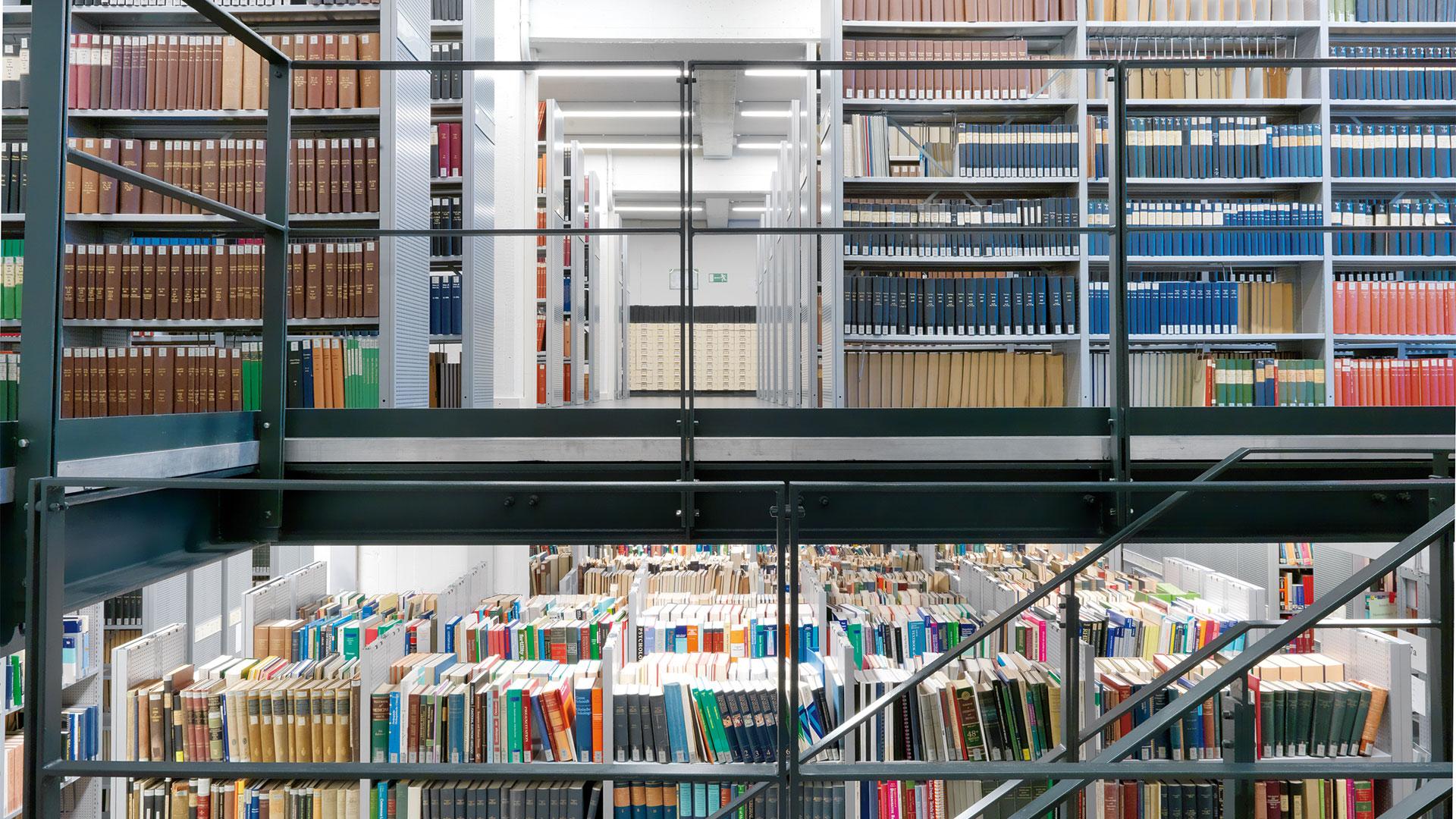 Regalsysteme-Archivregal-Rollregal-Buecher-doppelstoeckig-RR409-mauser-16-9