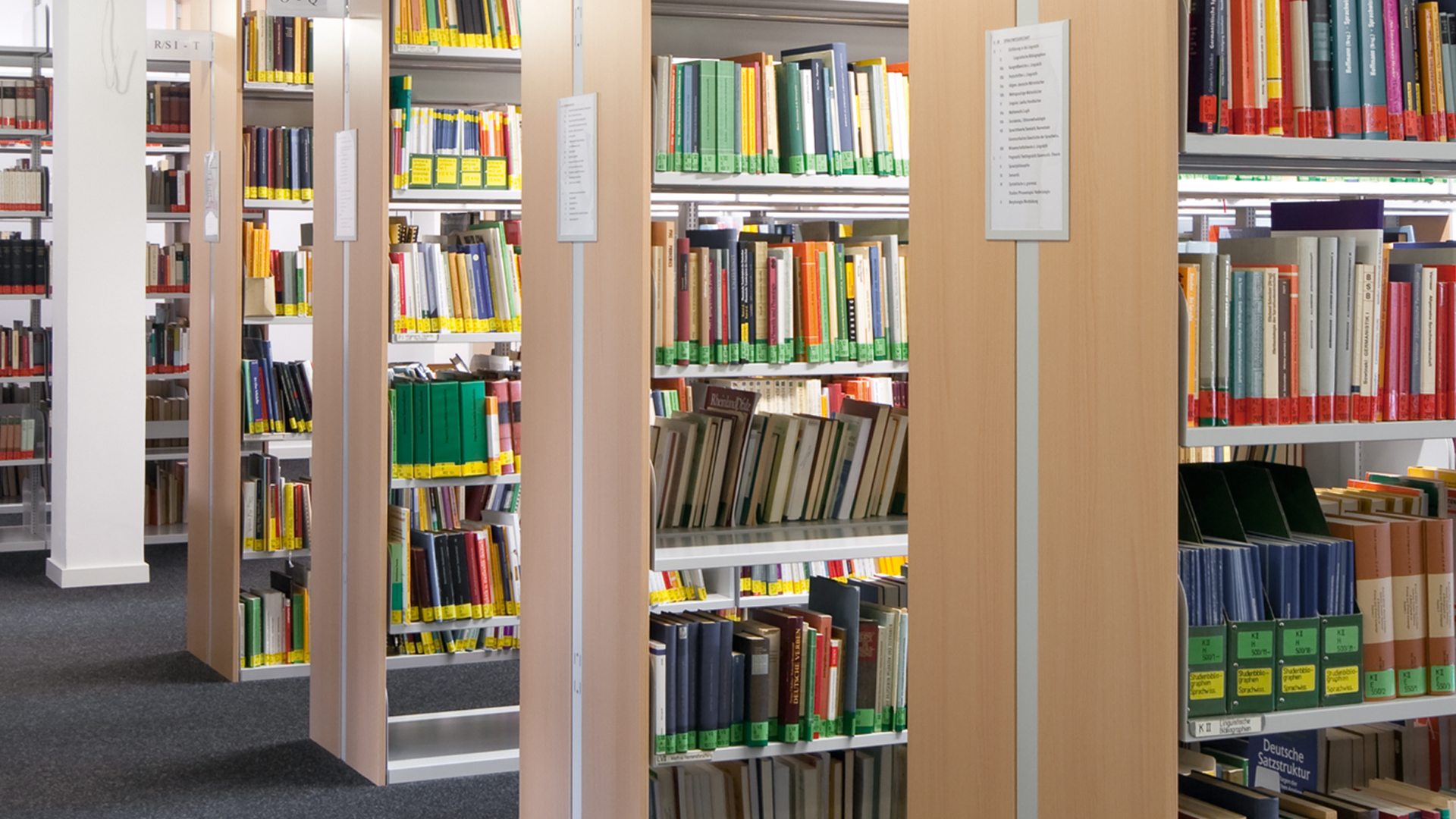 Stationaeres-Freihandregal-Bibliothek-04-BR-mauser-16-9