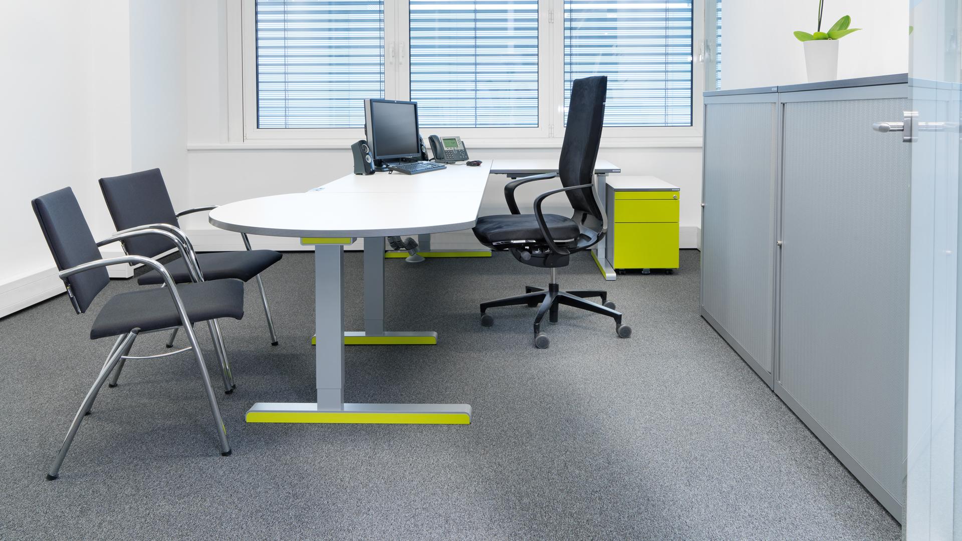 Schreibtisch-Arbeitstisch-mit-Besprechungsansatz-02-varitos-c-mauser-slider